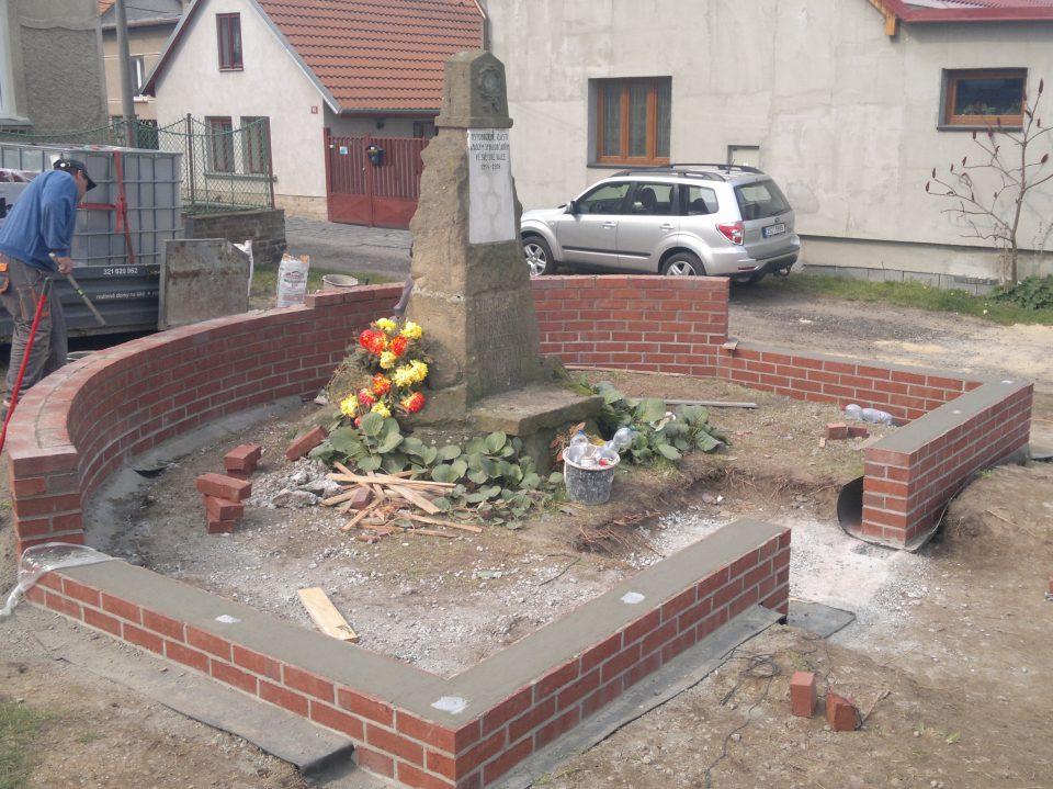 Památník, obec Vrátkov 2014